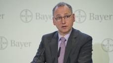 Bayer-Chef Werner Baumann fordert die Bundesregierung deutlich auf, Interessen deutscher Unternehmen gegenüber den USA zu vertreten. (Foto: dpa)