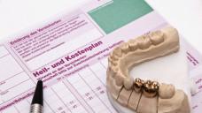 Finanzinvestoren haben Zahnarztpraxen als Geldanlage erkannt, insbesondere mitImplantologie oder aufwendigem Zahnersatz lässt sich gutes Geld verdienen. (m / Foto: O.K. / stock.adobe.com)