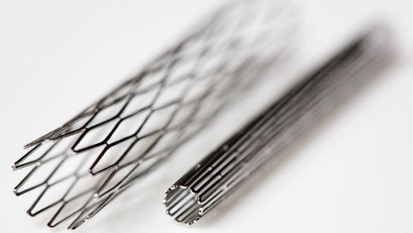 Spahn verspricht Patienten mehr Sicherheit bei Implantaten