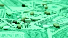 Die US-Konzerne Amgen, Eli Lilly und Merck wehren sich gegen die Arzneimittelpolitik des US-Präsidenten Donald Trump. (s / Foto: imago images / Chromorange)