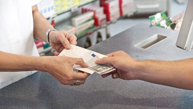 Bei drei Viertel aller Rabatt-Arzneimittel müssen Patienten eine Zuzahlung in der Apotheke leisten. (Foto: ABDA)
