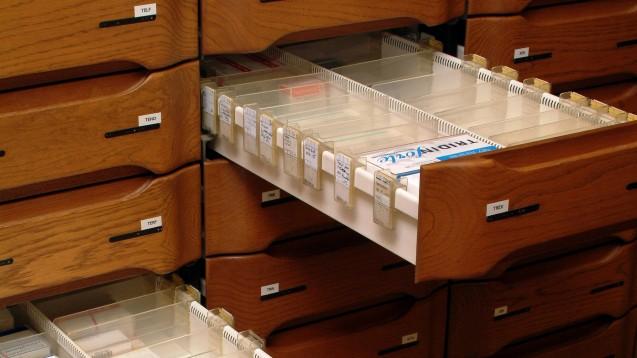 Gähnende Leere: Viele Hersteller können derzeit Ibuprofen 600 nicht ausliefern. (Foto: dpa)