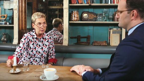 """PTA Iris Priebe und Bundesgesundheitsminister Jens Spahn im Gespräch. (Bild: <a target=""""_blank"""" href=""""https://www.youtube.com/watch?v=mJXXDY6szQI"""">YouTube /Bundesministerium für Gesundheit</a>)"""