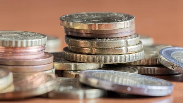 Es gibt keinen Konsens zwischen der Politik und den Apothekern über die Methode, nach der die Kosten der Apotheke auf ein abgegebenes Arzneimittel umgelegt werden. (Foto: Wirestock / stock.adobe.com)