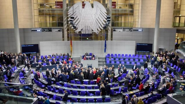 In namentlicher Abstimmung hat der Bundestag am heutigen Donnerstag eine moderate Reform der Organspende in Deutschland beschlossen. (m / Foto: imago images / Spicker)