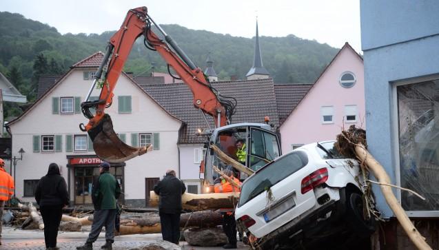 In Braunsbach sind durch heftigen Regen zwei kleine Bäche über die Ufer getreten, Häuser und Autos wurden beschädigt. (Foto: dpa / picture alliance)