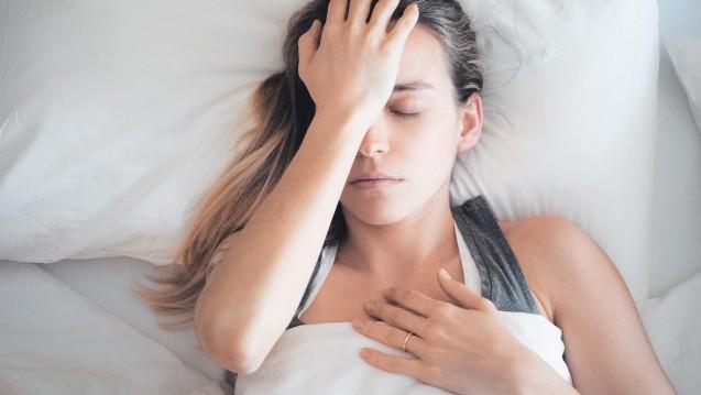 Bei der Migräne kommt es zu Attacken heftiger, häufig einseitiger, pulsierend-pochender Kopfschmerzen, die bei körperlicher Betätigung an Intensität zunehmen. (Foto:ALDECAstudio / stock.adobe.com)