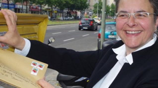 Herrmann schickt den Antrag auf den Weg. (Foto: BA Friedrichshain-Kreuzberg)