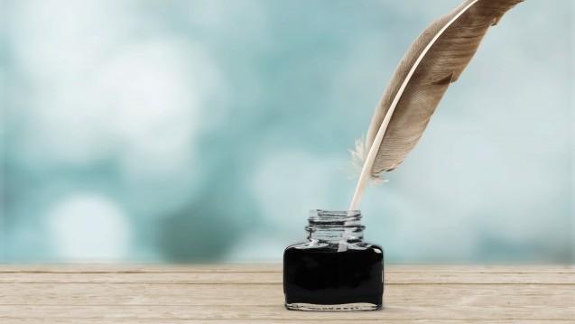 In der Weihnachtszeit schreiben die Menschen oft wieder mit Tinte, die dabei der Stoff ist, aus dem die Träume sind – oder wenigstens mit dessen Hilfe sie festgehalten werden können.(Foto: BillionPhotos.com / stock.adobe.com)