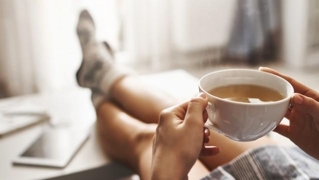 Tee trinken und schwanger werden? So einfach geht es nicht. ( r / Foto: Cookie Studio/ stock.adobe.com)