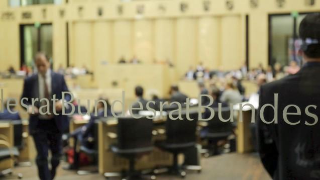 Aus dem Protest wird eine Forderung: Die Gesundheitsexperten der Bundesländer empfehlen dem Bundesratsplenum, sich für das Rx-Versandverbot auszusprechen. (s / Foto: imago images / photothek)