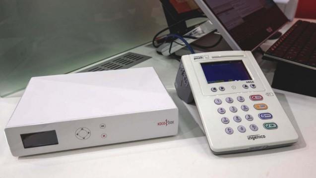 Konnektor und Kartenlesegerät: Unter anderem damit sollen sich die Apotheken an die Telematikinfrastruktur anbinden. Die Frist dazu soll nun verlängert werden. (s / Foto: Schelbert)