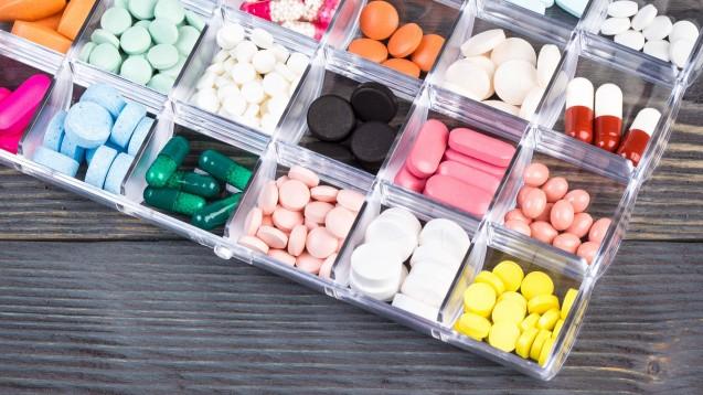 Durch die SARS-CoV-2-Arzneimittelversorgungsverordnungdürfen Apotheken Stückeln, Auseinzlen und den Botendienst abrechnen. Nun gibt es auch die Sondekennzeichen dafür. (Foto imago images / Panthermedia