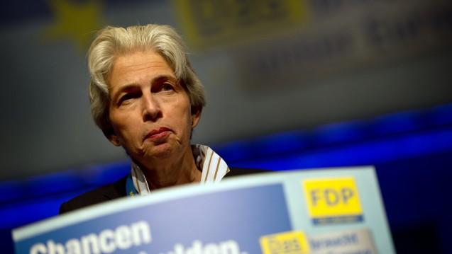 Gegen den eigenen Parteitags-Beschluss: Die stellvertretende Bundesvorsitzende der FDP, Marie-Agnes Strack-Zimmermann, sichert den Apothekern zu, dass die FDP sich nicht für Apothekenketten einsetzen werde. (Foto: dpa)