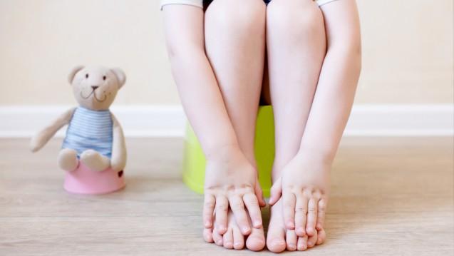 Zwischen dem ersten und fünften Lebensjahr leiden fünf Prozent aller Kinder an chronischer Obstipation. (Foto: EvgeniiAnd / stock.adobe.com)