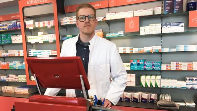 Apotheker Maximilian Wilke aus Berlin hat eine Arzneimittel-App entwickelt, die es beispielsweise Patienten mit Allergien oder Unverträglichkeiten erleichtern soll, das passende Arzneimittel zu finden. (Foto: privat)