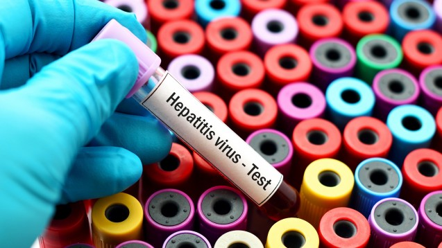 Nach ersten Meldungen: Bevor die Behandlung mitmit einem der neuen Hepatitis-C-Arzneimittel begonnen wird, muss der Patient auf eine inaktive Hepatitis B untersucht werden. ( Foto:jarun011 / Fotolia)