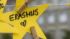 Erasmus, Auslandssemester oder andere Aktivitäten? Im Pharmaziestudium ist nach Ansicht vonNico Koslowski und Matthias Herrmann zu wenig Zeit, um über den Tellerrand zu blicken. (Foto: imago images / Christian Spicker)