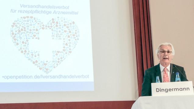 Prof. Theodor Dingermann rief die Zuhörer in Meran auf, die Petition zu unterstützen. (Foto: cst / DAZ)