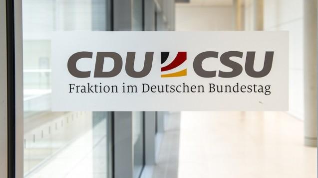 Rote Linie Gleichpreisigkeit: In der Union gibt es nun offenbar einen Konsens dazu, dass man ein Rx-Boni-Verbot für EU-Versender und deutsche Anbieter im SGB V etablieren will. (m / Foto: Külker)