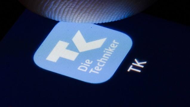 TK-Versicherte, die an COVID-19 leiden oder Symptome haben, können sich online beraten lassen und mögliche E-Rezepte in immer mehr Apotheken einlösen. (s / Foto: imago images / photothek)