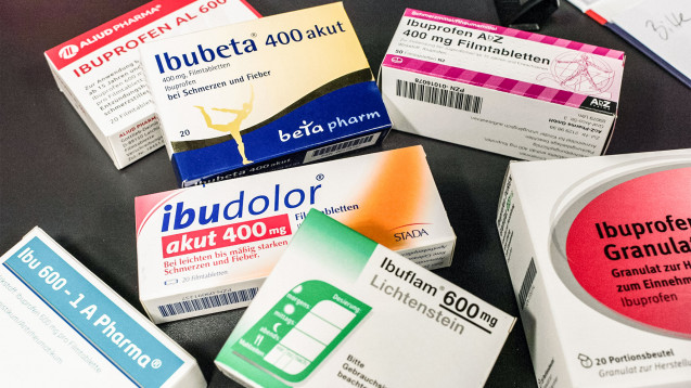 Eigentlich logisch: Ist der Wirkstoff Ibuprofen weltweit knapp, schränkt das die Lieferbarkeit von Ibuprofentabletten in mehreren Stärken ein. (b / Foto: Imago)