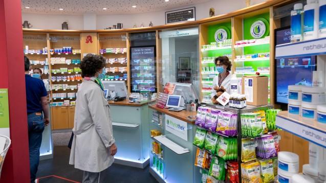 In Sachsen und Berlin dürfen auch Apotheken den Antikörper-Test AProof für Zuhause abgeben. (Foto: Schelbert)
