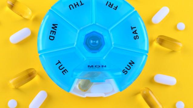 Wie oft nimmt der Patient das Arzneimittel ein? Täglich oder nur einmal pro Woche, handelt es sich um eine vorübergehende oder lebenslange Medikation? Dies berücksichtigen die neuen Nitrosamin-Grenzwerte für Arzneimittel der EMA. (Foto:nadisja / stock.adobe.com)