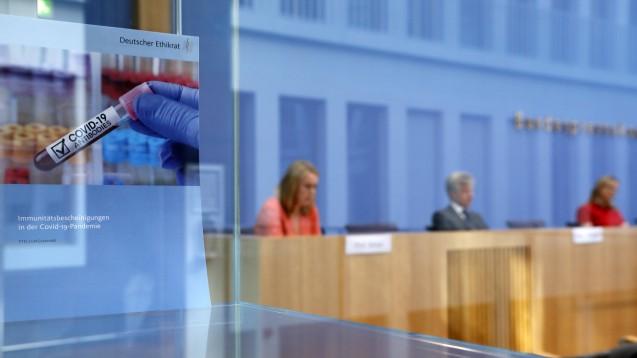 Der Deutsche Ethikrat stellte am heutigen Dienstag in der Bundespressekonferenz seine Stellungnahme zu COVID-19-Immunitätsbescheinigungen vor. (Foto: imago images / Metodi Popow)
