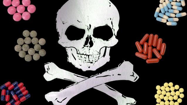 Der Totenkopf lässt bei manchen nördlichen Fußballfans die Herzen euphorisch höher schlagen. Warnend und abschreckend schwebt er über den Risiken beim Chemsex. (Foto: www.bildagentur-online.com)