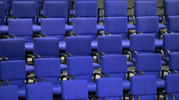 Impfstoff-Vergütung und Rabattsperre für Großhändler im Bundestag