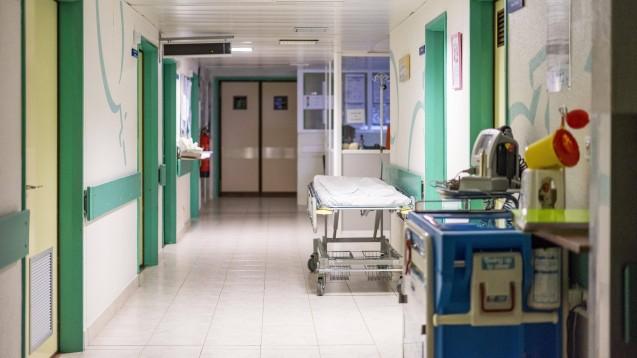 Der Bund hat ein Zukunftspaket für Krankenhäuser geschnürt. Künftig soll es digitaler in deutschen Kliniken zugehen, auch in der Arzneimittelversorgung. (x / Foto: imago images / imagebroker)