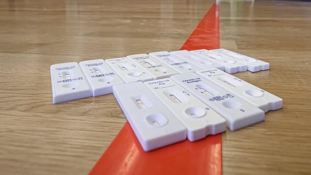 EU- oder BfArM-Liste: Wann können Apotheken bei Bürgertests welche Antigen-Schnelltests einsetzen? (c / Foto: IMAGO / wolf-sportfoto)