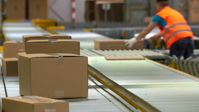 Arzneimittel bald über Amazon? In den USA verfolgt der Internet-Gigant derzeit offenbar konkrete Pläne zum Einstieg in den Apothekenmarkt. Welche sind das? (Foto: dpa)