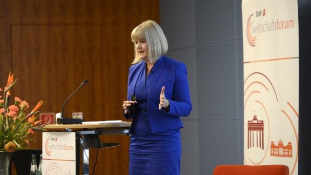 Claudia Korf warf einen Blick auf die wirtschaftliche Entwicklung der Apotheken. (Foto: P. Külker)