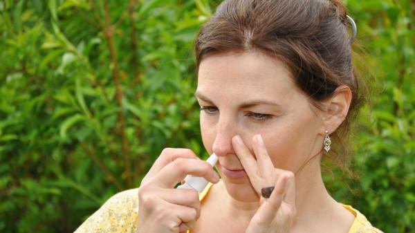 Abschwellendes Nasenspray gegen Heuschnupfen?