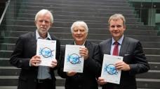 Ludwig, Glaeske und Baas präsentierten heute den TK-Innovationsreport 2015 mit einer Bewertung von Arzneimitteln aus 2012. (Foto: TK)