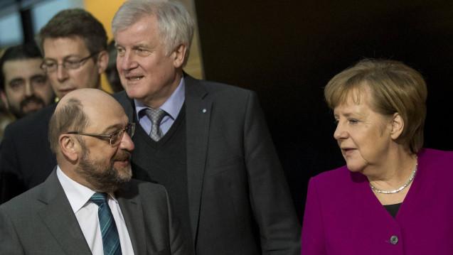 SPD-Chef Martin Schulz, CSU-Chef Horst Seehofer und Bundeskanzlerin Angela Merkel wollen gemeinsam das Rx-Versandverbot umsetzen. (Foto: Imago)