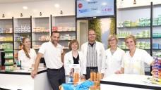 Apotheker Georg Schultes (Bildmitte) ist mit seiner Apotheke beim lokalenOnline-Portal für Pfaffenhofen dabei. (Foto: Johannis- Apotheke)
