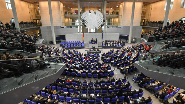 Overview of the constituent meeting of the 19th German Bundestag on 24.10.2017 in the plenary hall in the Reichstag building in Berlin.  (Photo: Ralf Hirschberger / dpa)