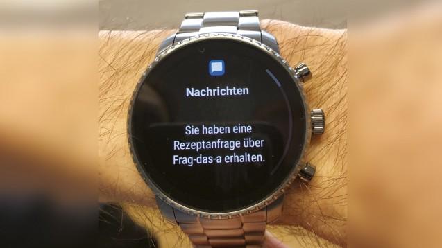 """Im Modellprojekt """"Frag' das A"""" konnten Apotheker die Anfragen der Patienten zum Beispiel per Smartwatch empfangen. (m / Foto: AKWL)"""