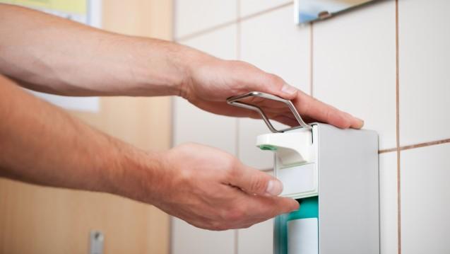 Regelmäßiges Händewaschen hilft bei der Infektionsprävention. (Foto: contrastwerkstatt/Fotolia)