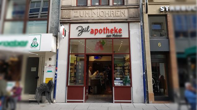 Unter anderem die Zeil-Apotheke zum Mohren sollte laut einem Antrag der Ausländervertretung der Stadt Frankfurt eine neuen Namen bekommen. Das Stadtparlament wird das aber ablehnen. (Foto: A. Schwartz)