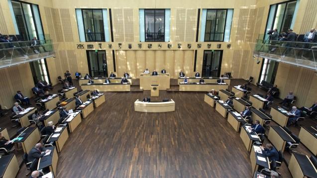 Der Bundesrat trat diese Woche sogar zwei Mal außerplanmäßig zusammen. Am heutigen Freitag beschloss er unter anderem das Corona-Paket des Bundesgesundheitsministers. (Foto: imago images / Christian Thiel)