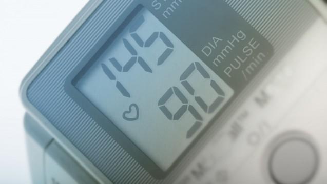 Blutdruckmessgeräte bei Stiftung Warentest: Einfach zu bedienen, aber nur Note Drei bei der Messgenauigkeit. (m / Foto: Chris / stock.adobe.com)