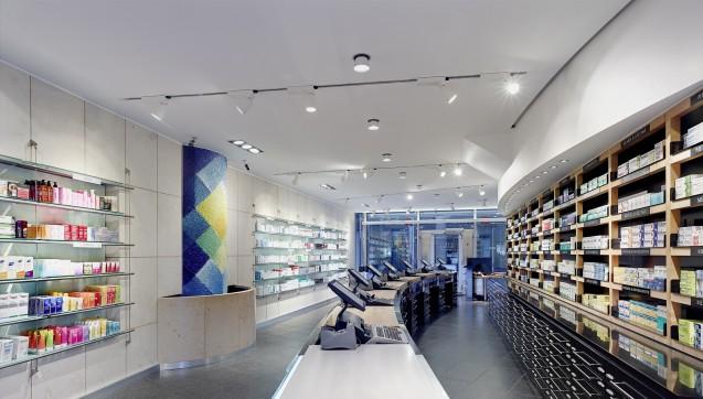 13 Apotheker kümmern sich im HV um die Kunden der Apotheke am Neumarkt.
