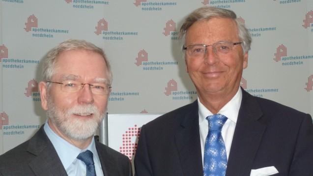 Kammerpräsident Lutz Engelen (l.) konnte einen prominenten Gastredner in Düsseldorf begrüßen: Wolfgang Bosbach (CDU). (Foto: Helga Blasius)