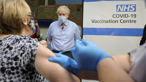 Großbritannien: Wie die Apotheker bei den COVID-19-Impfungen mithelfen