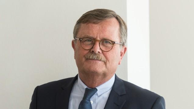 Der Präsident der Bundesärztekammer, Frank Ulrich Montgomery, ist der neue Aufsichtsratsvorsitzende der Apobank. (Foto: dpa)