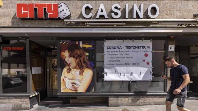Spielcasino oder Apotheke als Testanbieter – sind hier nicht unterschiedliche Maßstäbe anzusetzen?(IMAGO / Arnulf Hettrich)
